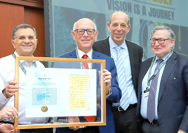 Outgoing Chairman of the Council of Trustees Dr. Lipa Meir (second from left) holds a facsimile of the original Prayer for the Welfare of the State of Israel, which was presented to him at his Farewell Tribute